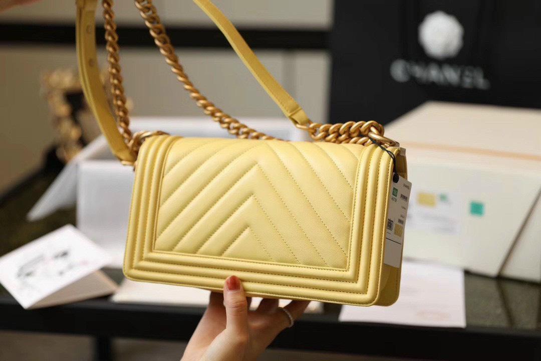Túi Xách Chanel Boy – Vàng