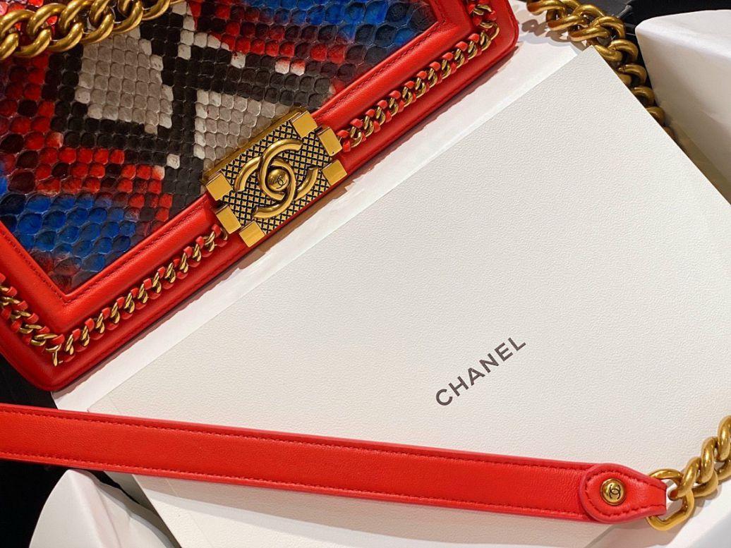 Túi Xách Chanel Boy Mãng Xà – Đỏ