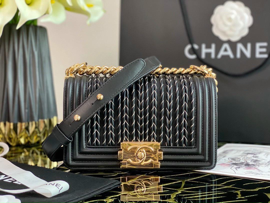5 điều nhất định phải biết khi mua túi xách hiệu Chanel