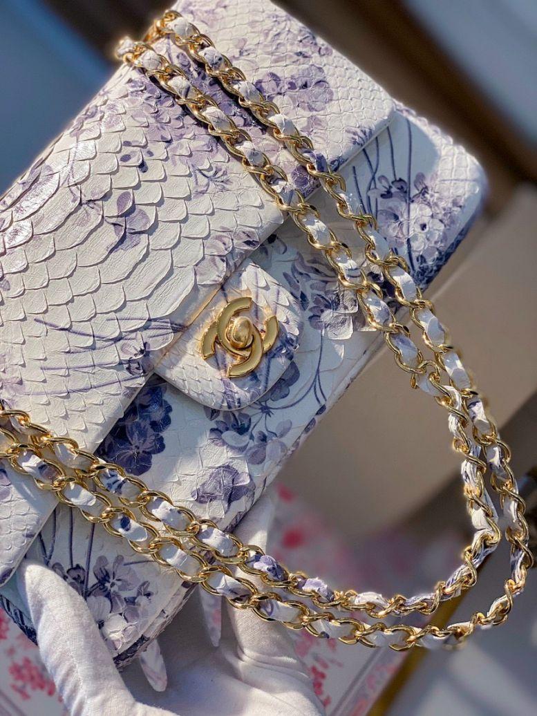Túi Xách Chanel Classic Mãng Xà – Trắng