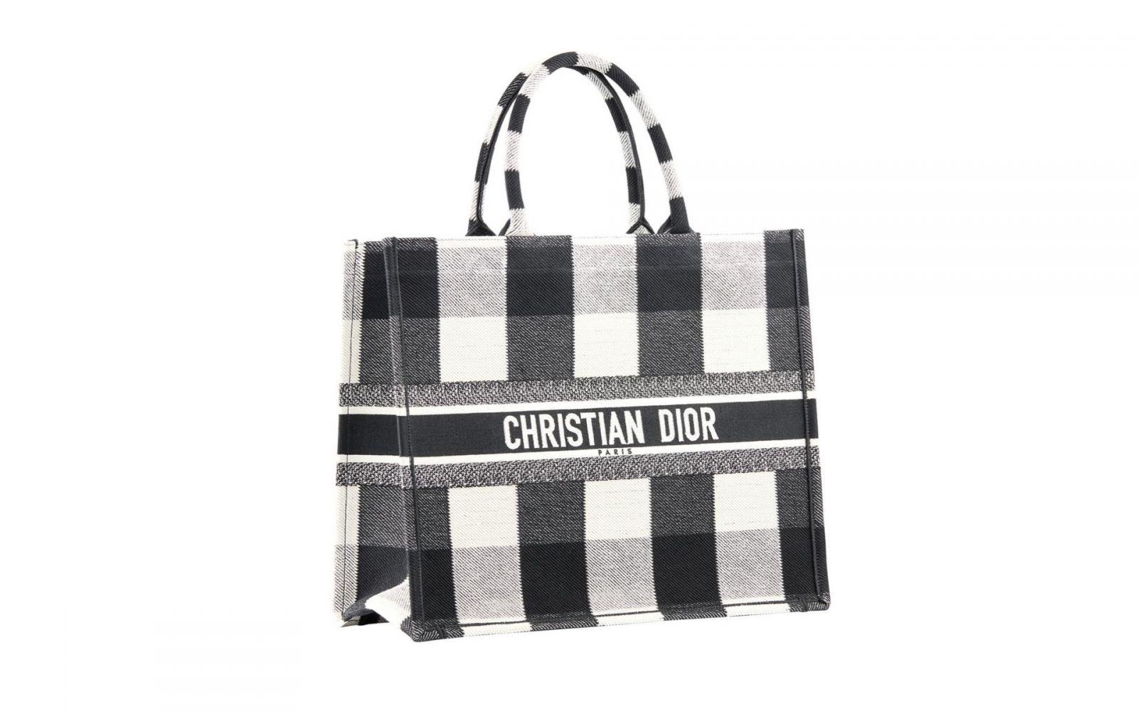 Túi xách Dior đen: Vẻ đẹp huyền bí cho quý cô sành điệu