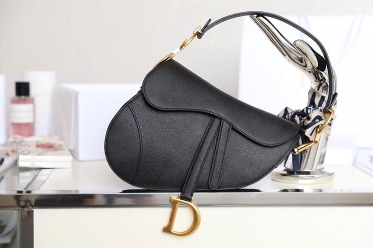 Túi Dior yên ngựa chính hãng giá bao nhiêu?