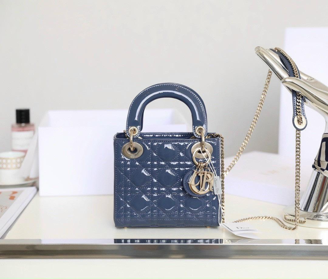 7 mẫu túi Christian Dior kinh điển thách thức thời gian