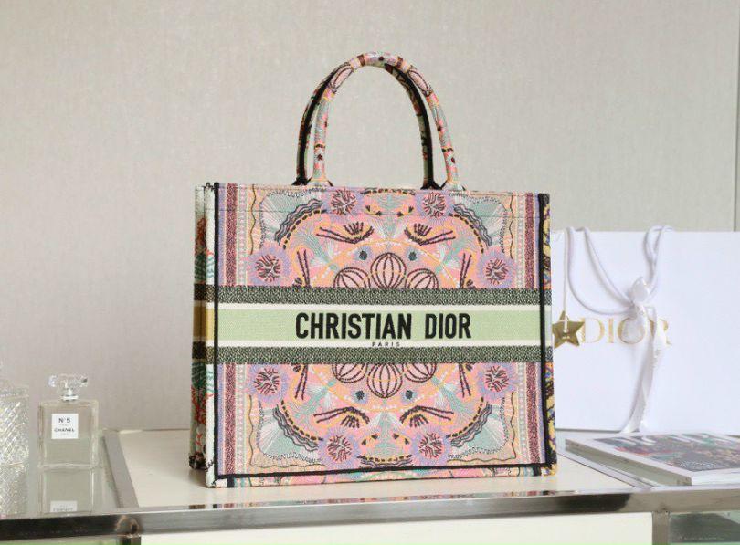 Review Dior Book Tote chính hãng có tâm nhất quả đất