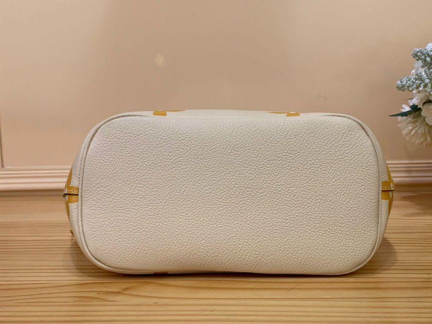 LV Marshmallow Hobo – Kem Vàng