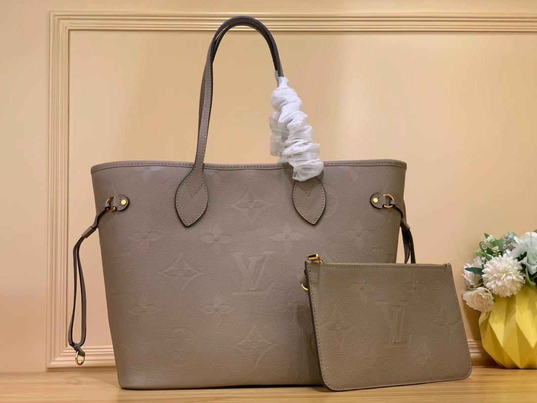 F5 phong cách với túi xách hàng hiệu size lớn hoàn hảo