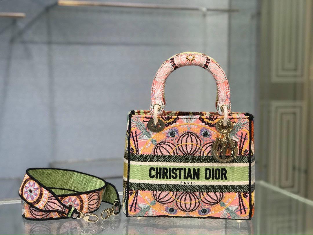 Cập nhật giá của túi Lady Dior mới nhấtthị trường